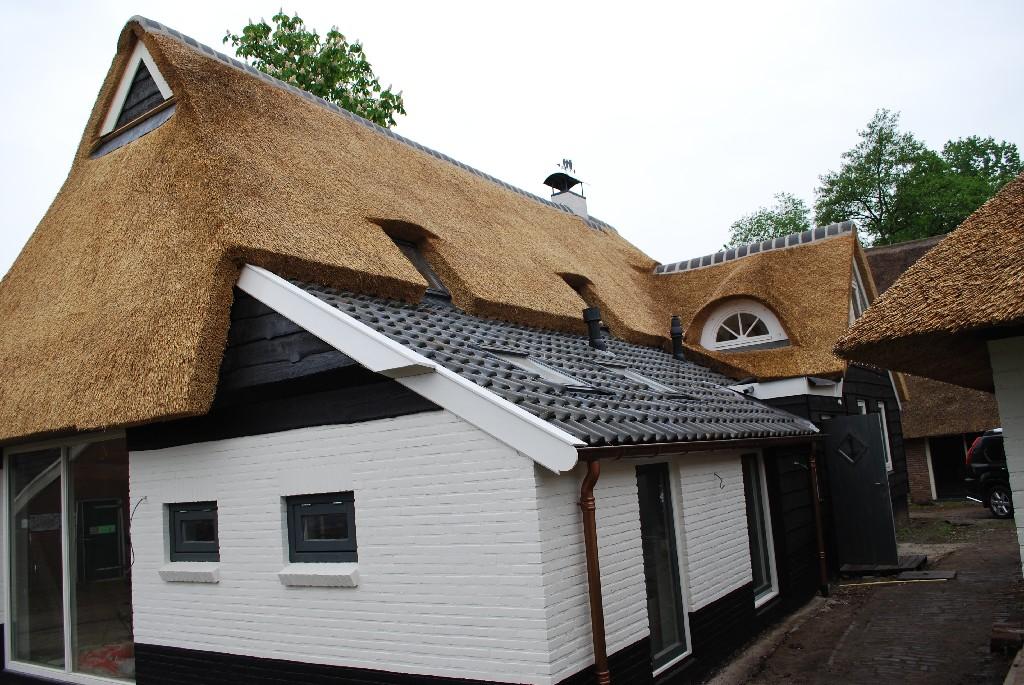 dakkapel-rieten-dak-kap-eursinge-rietdekkersbedrijf-lieving-drijber-strijker
